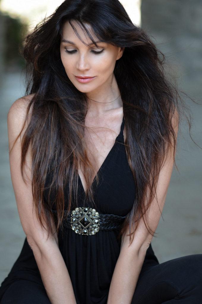 Luisa Corna, Official Website. Cantante, attrice, presentatrice, autrice, scrittrice nonché volto molto amato dal pubblico.